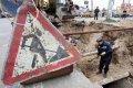 Аварийная бригада КП «Кременчугводоканал» устраняет порыв на ул. Молодёжной
